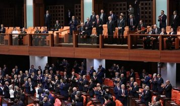 Erdogan receives applause from Parliament